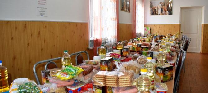 Малоимущим семьям ко дню Святой Пасхи подарили продуктовые наборы